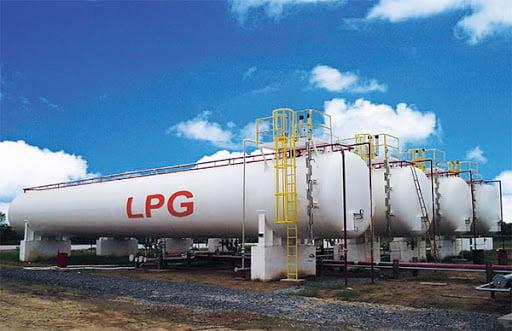 Khí LPG được chứa trong các bồn chứa hoặc chai nhỏ dễ dàng vận chuyển